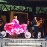Mariachis und mexikanische Tänzer
