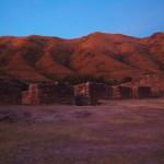 Puca Pucara, die rote Festung in das rote Licht der Abendsonne getaucht