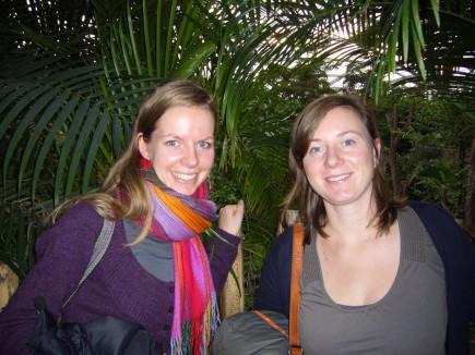 Ulrike und Marlen im Urwalddickicht