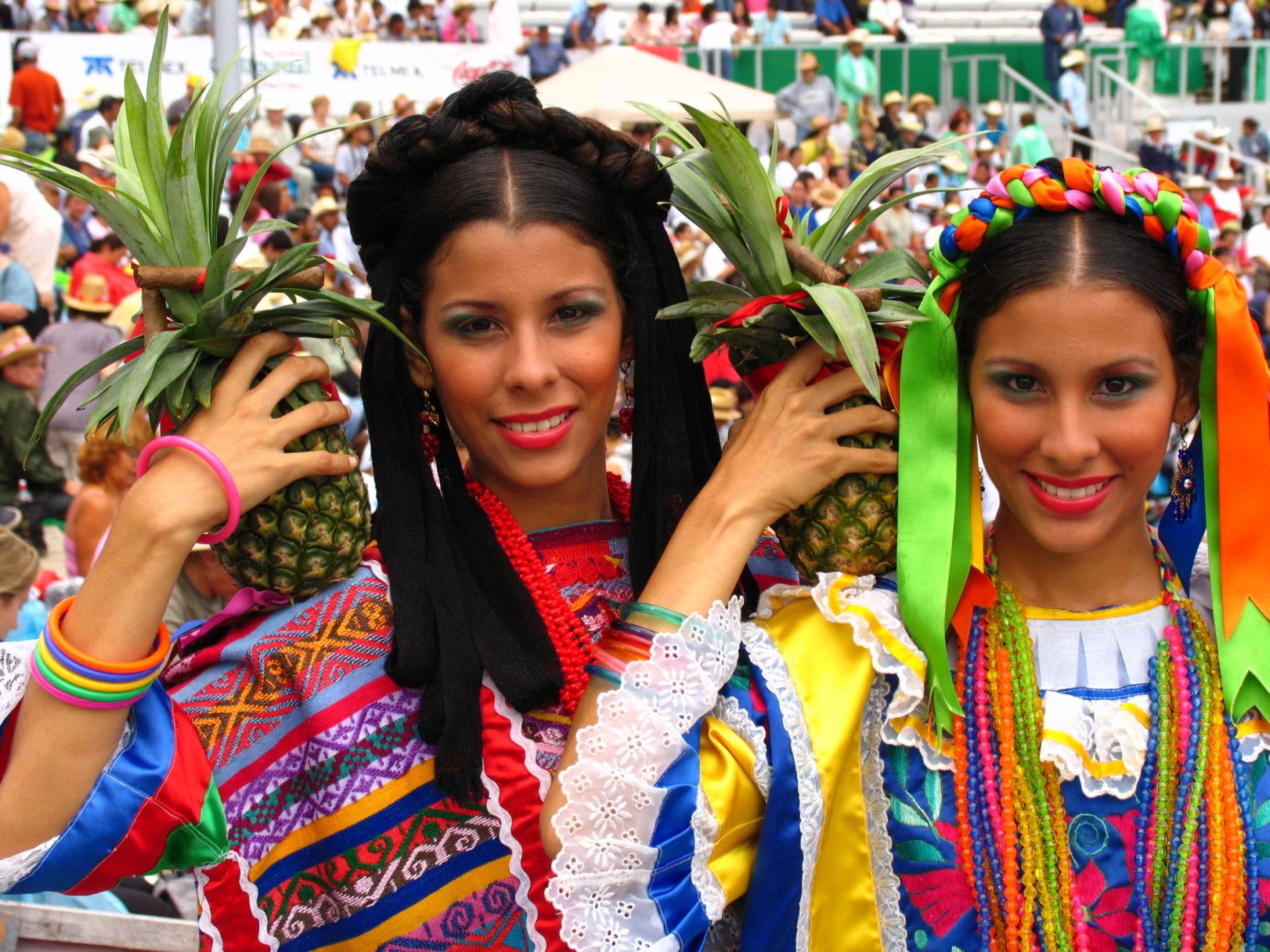 meksikanki-sovremennie-foto-erotika-krasivie-zhenskie-figuri-s-nebritimi-lobkami
